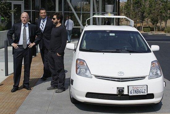 Masinile care se conduc singure, create de Google, vor fi testate in California