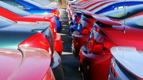 Romanii au cumparat de doua ori mai putine masini noi comparativ cu UE