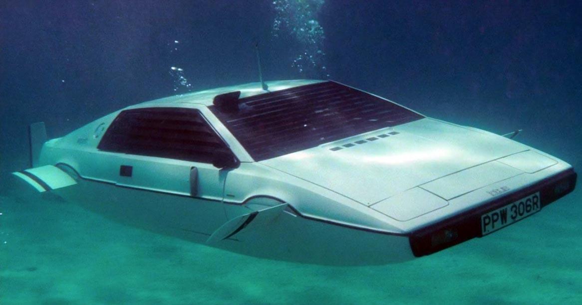 O masina submarin din filmul James Bond a fost vanduta pentru 860.000 de dolari