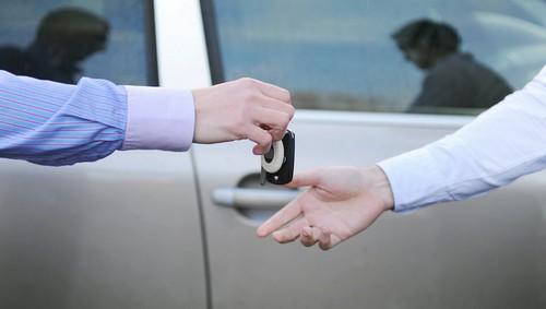 Cat timp poti circula legal cu masina inainte sa fie inmatriculata pe numele tau?