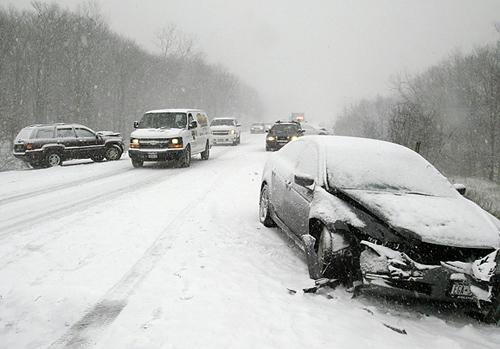 Accident pe zapada fara cauciucuri de iarna – ce procent din dauna acopera asigurarea CASCO