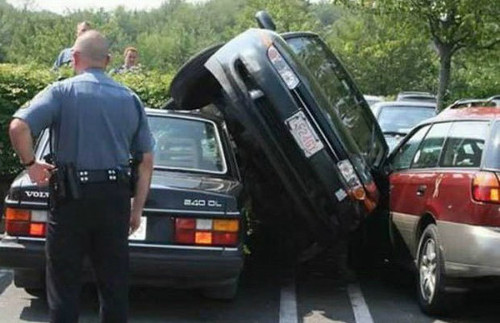 Crezi ca ai vazut destule masini parcate aiurea?